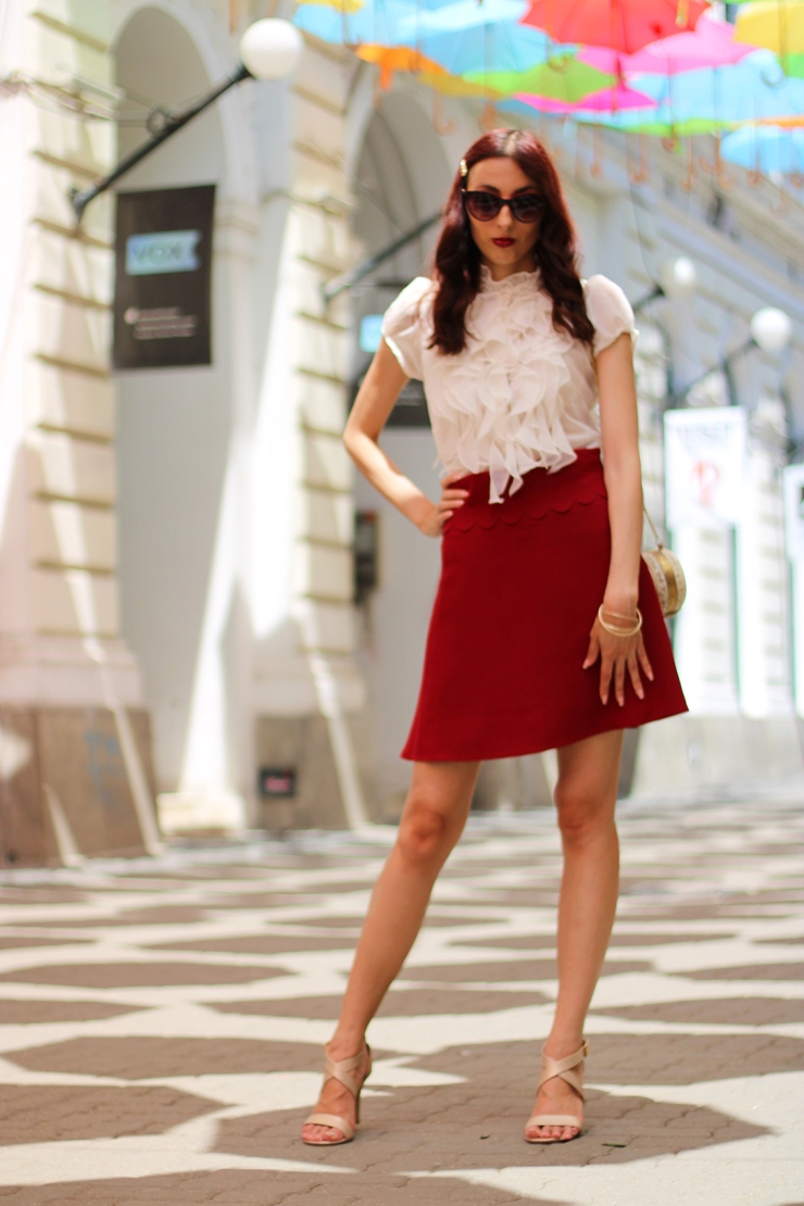 Summer casual outfit with a Valnetino skirt